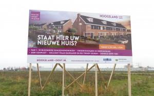In opdracht van Albers De Vries Communicatie heeft Mondice Reclame voor Dura Vermeer een groot bouwbord geplaatst in Naaldwijk