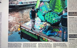 Voor Bianca Leusink heeft Monmdice Reclame Enschede in Amsterdam voor het Light Festival doeken geleverd die gebruikt zijn voor een kunstwerk