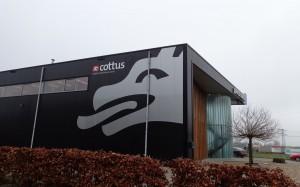 Voor Cottus in Apeldoorn hebben wij d.m.v. folie de gevel beletterd.