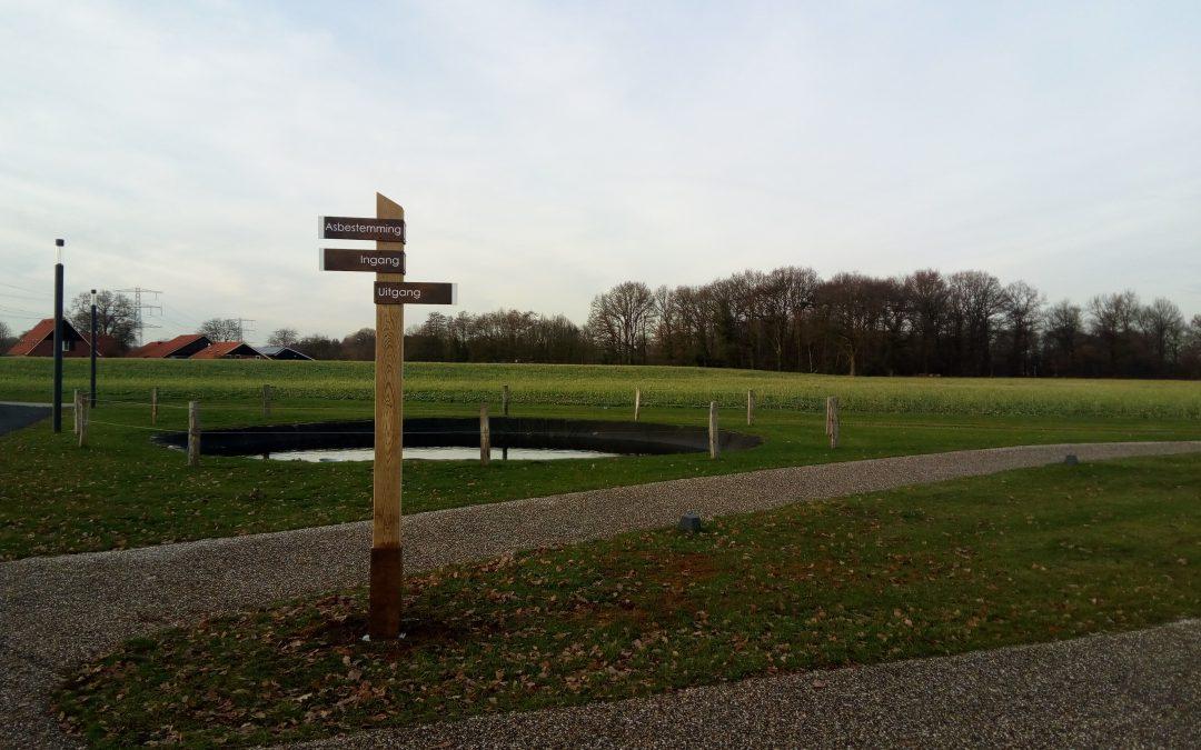 Crematoria Twente houten buiten bewegwijzering