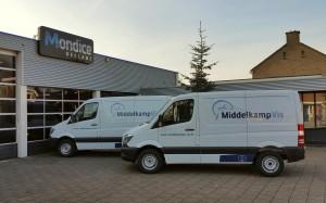 Voor Middelkap Vis heeft Mondice Reclame Enschede 2 Mercedes Sprinters voorzien van autobelettering