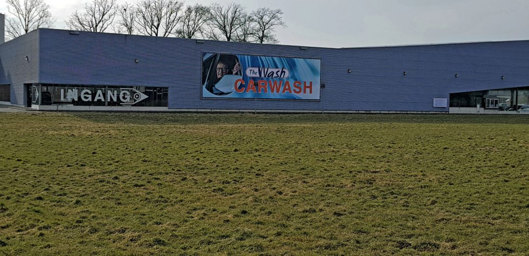 The Wash Hengelo Buizenframe met Banner